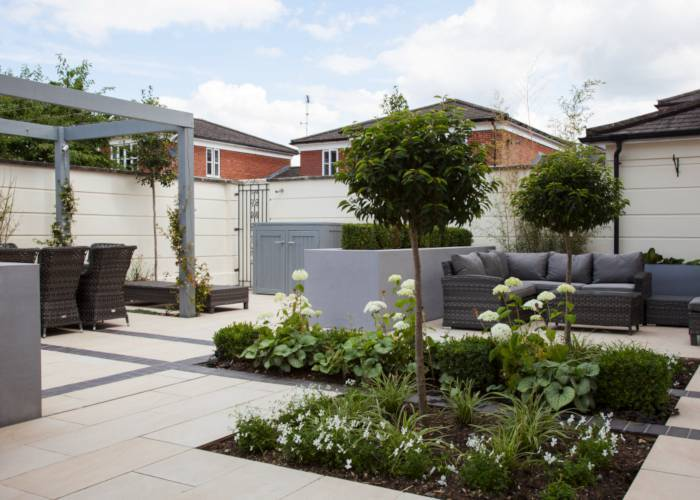 Contemporary Courtyard Garden