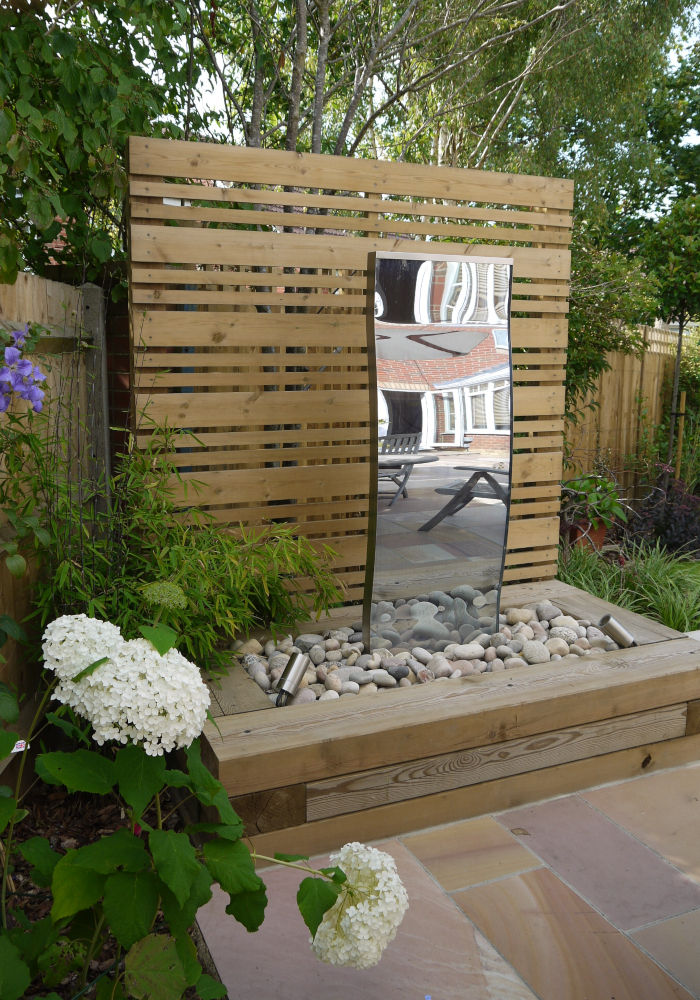 Small Contemporary Family Garden